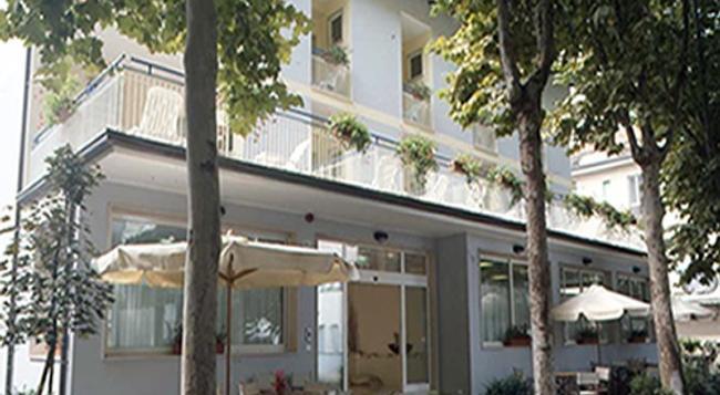 Blue Hotel - Cesenatico - Building