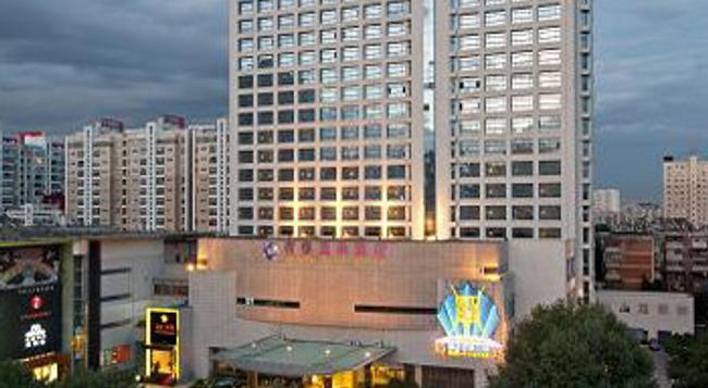 Kunming Herton Spa Hotel - Kunming - Building