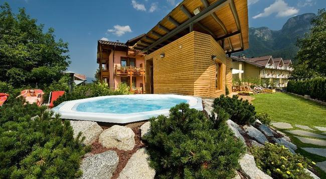 Sporthotel Rosatti - Dimaro - Pool