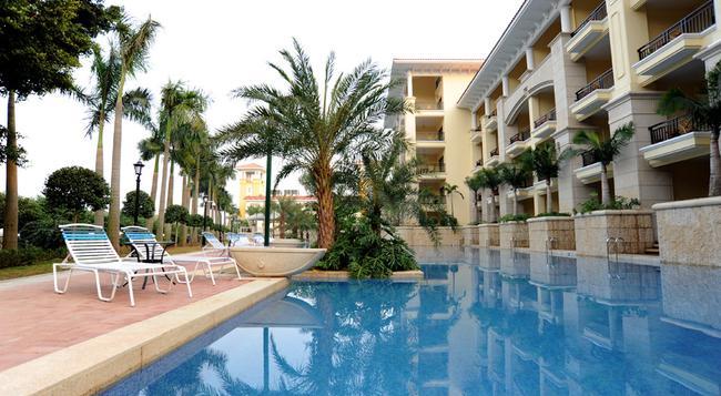 Green Lake Hot Spring Hotel - Foshan - Pool
