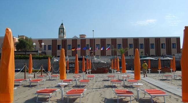 Hotel Riva Fiorita - Minturno - Beach