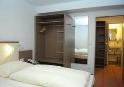 Landhotel Martinshof - Munich - Bedroom