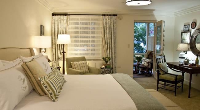 The Boars Head - Charlottesville - Bedroom