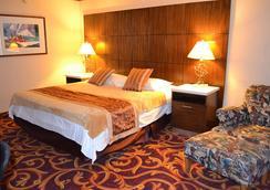 LA Crystal Hotel - Compton - Bedroom