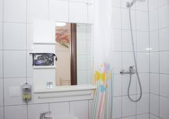 Warsaw Downtown Hostel - Warsaw - Bathroom