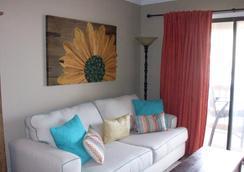 Hilton Head Island Beach & Tennis Resort - Hilton Head - Living room