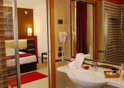 Kairos Garda Hotel - Castelnuovo del Garda - Bathroom