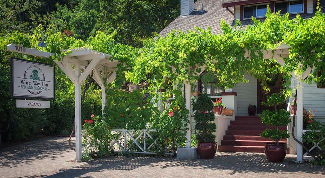 Calistoga Wine Way Inn - Calistoga - Building