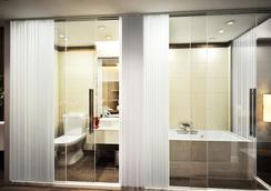 Eco Premier Hotel - Hanoi - Bathroom