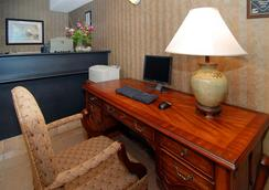 Atlantic Beach Hotel & Suites - Middletown - Lobby