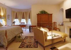Harvey House Bed And Breakfast - Oak Park - Bedroom