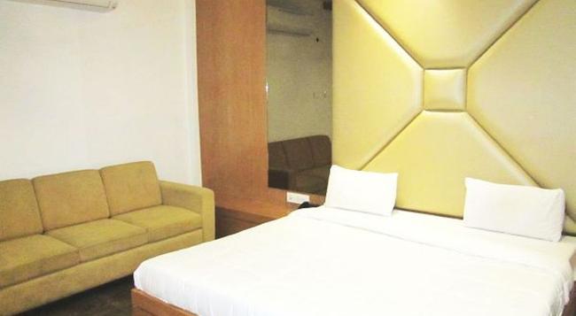 Delux Golden Hotel - Ajmer - Bedroom