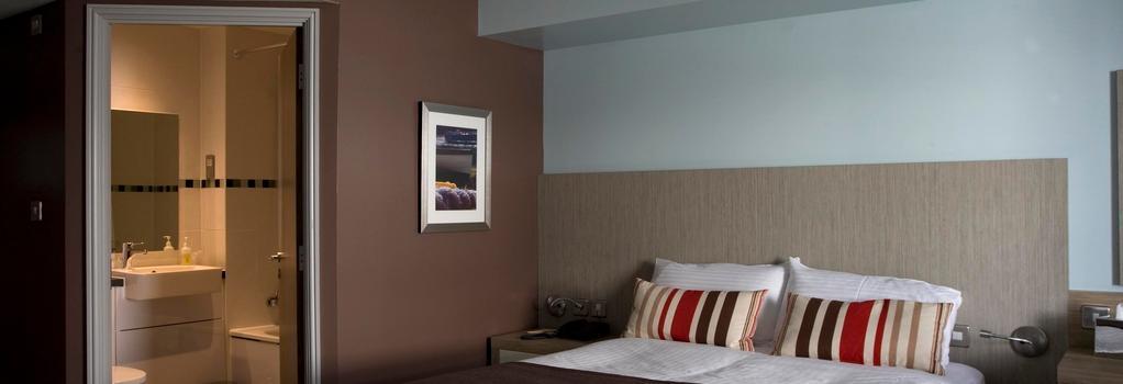 County Arms - Truro - Bedroom