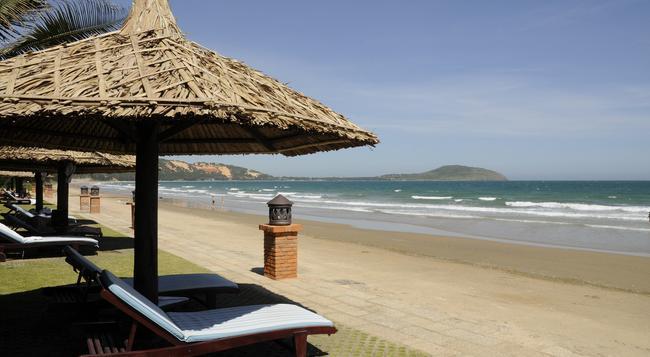 Pandanus Resort - Phan Thiet - Beach