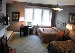The Longwood Inn - Brookline - Bedroom