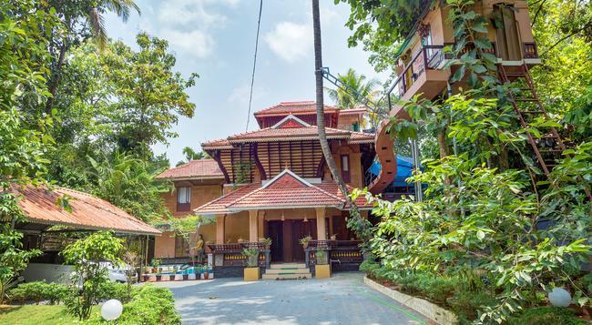 Munkudil Ayurveda Yoga Retreat - Kuttampuzha - Building