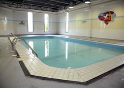 Quality Hotel & Suites - Gander - Pool