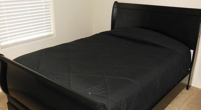Desert Trails Luxury Suites - Hobbs - Bedroom