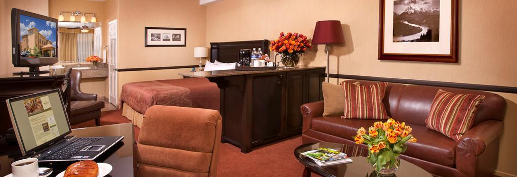 Ayres Lodge & Suites Corona West - Corona - Bedroom