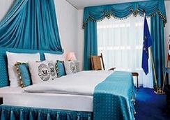 Function Inn - Lucknow - Bedroom