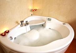 Hotel Dei Cavalieri Caserta - Caserta - Bathroom
