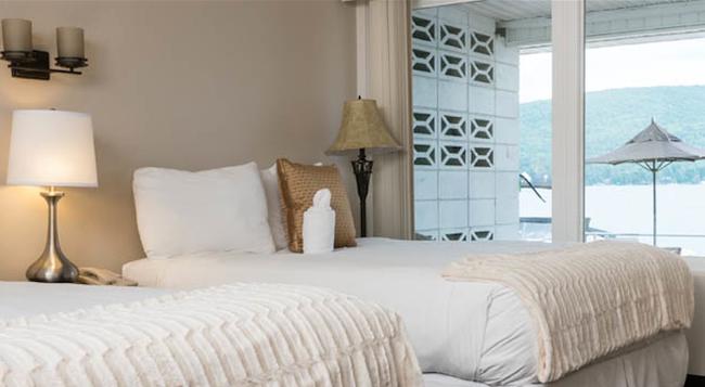 The Georgian Lakeside Resort - Lake George - Bedroom