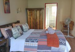 Journey's Inn Africa Guest Lodge - Johannesburg - Bedroom