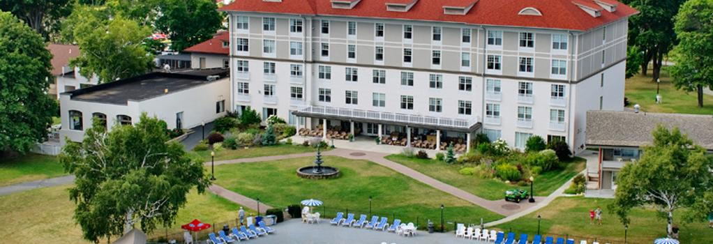 Fort William Henry Hotel and Conference Center - Lake George - Building