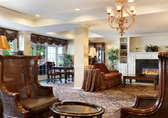 Fort William Henry Hotel and Conference Center - Lake George - Lobby