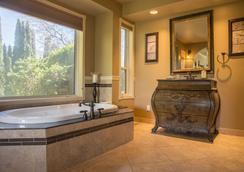 E'Laysa Guesthouse and Vineyard Retreat - Penticton - Bathroom