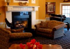 White Wind Inn - Provincetown - Living room