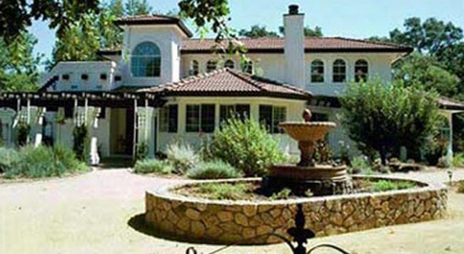 Casalana Gourmet Retreats - Calistoga - Building