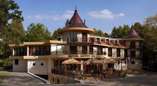Hotel Kitty - Miskolc - Building