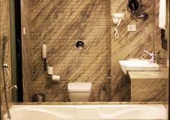 EllBee Ganga View - Rishikesh - Bathroom