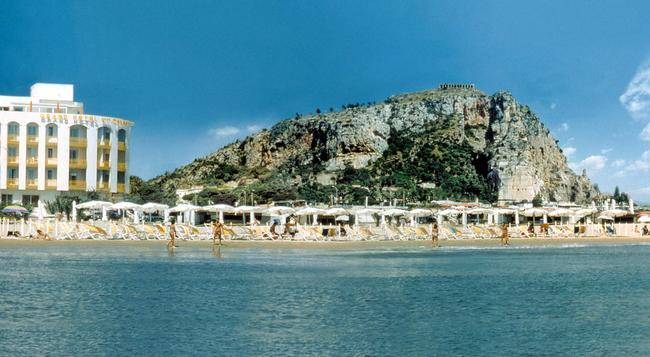 Grand Hotel Palace - Terracina - Building