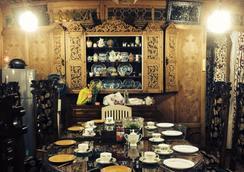 New Sherin Houseboats - Srinagar - Restaurant