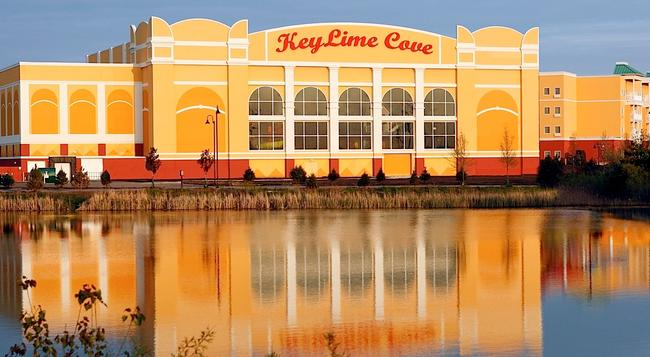 KeyLime Cove Indoor Waterpark Resort - Gurnee - Building