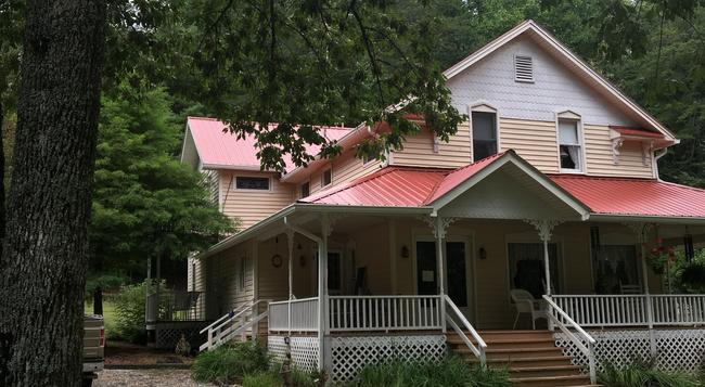 Misty Mountain Inn and Cottages - Blairsville - Building