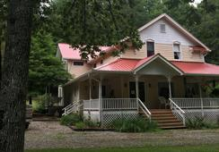 Misty Mountain Inn & Cottages - Blairsville - Building