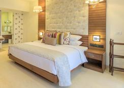Acron Waterfront Resort - Baga - Bedroom