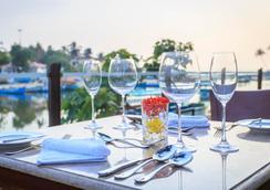 Acron Waterfront Resort - Baga - Restaurant