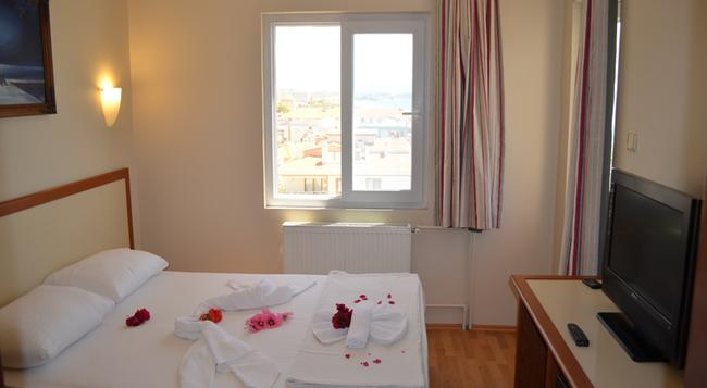 Grand Milano Hotel - Ayvalik - Bedroom
