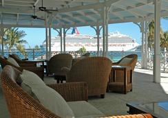 El Greco Hotel - Nassau - Outdoor view