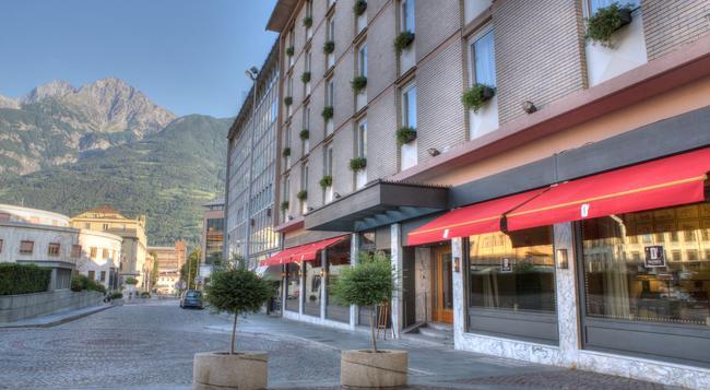 Hotel Duca D'Aosta - Aosta - Building