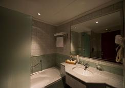 Executives Hotel - Olaya - Riyadh - Bathroom