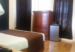 East West Hotel - Los Angeles - Bedroom
