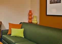 Fairfield Inn and Suites by Marriott Portland Airport - Portland - Bedroom