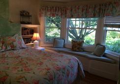 Secret Garden Inn And Cottages - Santa Barbara - Bedroom