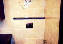 Royal Palace - Noida - Bathroom