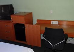 Jonathan Edwards Motel - Dennis Port - Bedroom